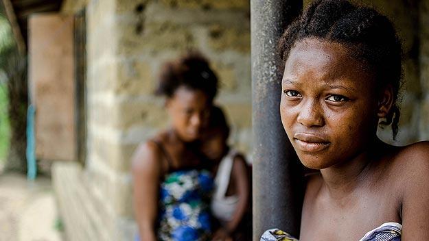 Grupo de hermanos de Sierra Leona que han perdido a su padre a causa del Ébola, la principal figura sustentadora de la familia. Autor: Tommy Trenchard/Aldeas Infantiles