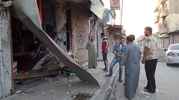 Tienda dañada en Raqqa, Siria, cuando según el Estado Islámico un drone ha impactado con una torre de comunicaciones. Foto: Reuters