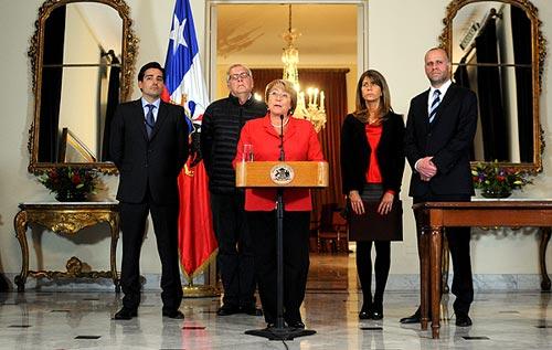 La presidenta chilena, Michelle Bachelet, declara el estado de catástrofe en el norte del país por el terremoto