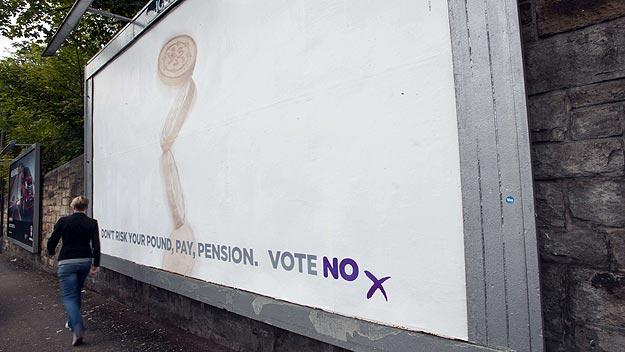 """Cartel pidiendo el """"No"""" a la independencia de Escocia, en una calle de Edimburgo. Foto: AFP/Lesley Martin"""