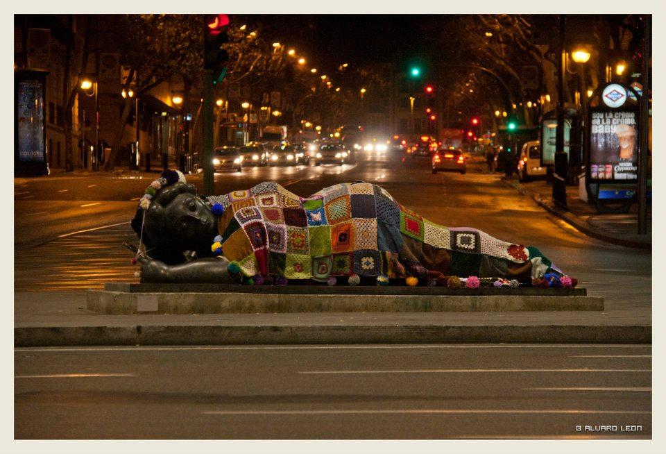 Lana Conection abriga a la escultura de Botero