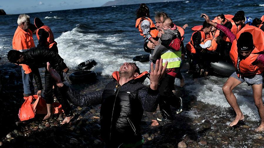 Cruzar el Egeo es la alternativa al viaje por tierra desde Turquía
