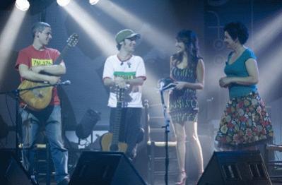 Manu Chao y Amaparanoia cantan juntos en