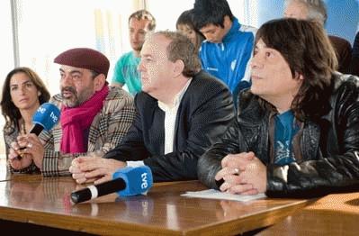 José Corbacho, el director de TVE Javier Pons y Juan Cruz.