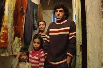 Familia con escasos recursos reclama una vivienda digna