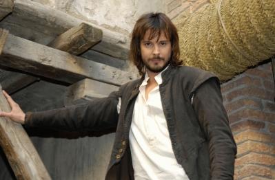 David Janer interpreta el doble papel de protagonista, Gonzalo de Montalvo y