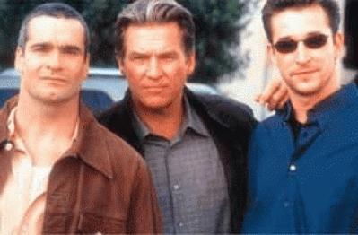 Jeff Bridges, Jon Abrahams y Noah Wyle protagonizan esta película