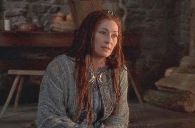 Viviana (Anjelica Huston), Gran Sacerdotisa de la isla de Avalón