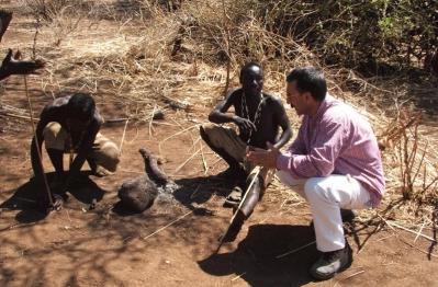 Bosquimanos en Tanzania con el autor del programa